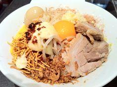 まぜそば ジャンクガレッジ 東京駅 Almost no soup. Mix noodles and topping with specially-manufactured sauce. Interesting ramen. Shop name Junk Garage place Tokyo station. 5/10