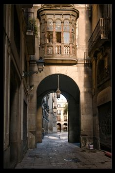 Carrer Nou de Purbano, Plaça Reial, Barcelona