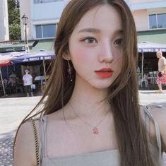 Idea, long hair, slide into the face Beautiful hair with volume - - Korean Beauty Girls, Pretty Korean Girls, Cute Korean Girl, Asian Beauty, Asian Girl, Korean Makeup Look, Korean Girl Photo, Girl Korea, Ulzzang Korean Girl