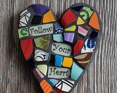 Caprichoso corazón mosaico con mensaje por PeaceByPieceCo en Etsy