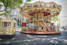 * Chic Provence * carousel in Avignon
