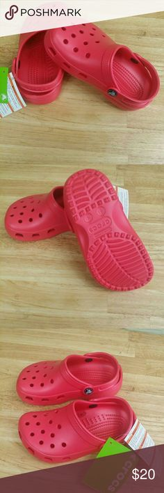 Crocs children Kids classic poppy roomy Croccs children Kids classic poppy roomy, size male 1, girls 3, laceless slip-on, with a washable design. Perfect, airy, warm weather design, with crosliteTM PCCR material. Slip-resistant and non-marking soles, fit loose. wide roomy footbed may feel large at first, to adjust the fit, simply stretch the back, compare $42.00 store retail price value, comes new with tag as closeout item in good cosmetic condition. CROCS Shoes Sandals & Flip Flops
