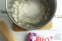 How to Make Homemade Jello Playdough Recipe - Rainy Day Mum - Ideas for Family Fun! Best Homemade Playdough Recipe, Homemade Jello, Homemade Bubbles, Cooked Playdough, Bubble Mix, Cooking Together, Play Food, How To Make Homemade