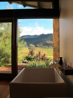 Wolgan Valley - bath tub with a view