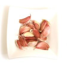 Turn a garlic clove into garlic powder