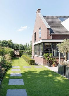 Contemporary Garden Rooms, Outdoor Shelters, Getaway Cabins, Roof Structure, Garden Inspiration, Pergola, Planters, New Homes, Flowers