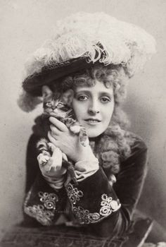 Stage actress Phyllis Broughton with a kitten Vintage Pictures, Vintage Images, Crazy Cat Lady, Crazy Cats, I Love Cats, Cute Cats, Old Portraits, Cat People, Here Kitty Kitty