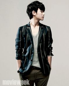 "Kim Soo Hyun For movieweek + The Leads Of ""The Thieves"" For Cine21.com"