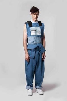 Raun LaRose unveiled his Spring/Summer 2015 lookbook. The collection was inspired bythe range of feelings and emotions the study of Internet evoked and by concepts like Isolation, Unity, Freedom and Consumption.