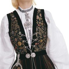 west to the Sogne bunad (Norwegian traditional clothing) Authentic Costumes, Norwegian Wedding, Bridal Crown, Folk Costume, Traditional Outfits, Mittens, Norway, Style Inspiration, Pattern Ideas