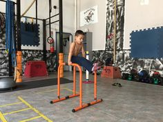 L-Sit Kids Workout, Exercise For Kids, Gym Equipment, Bike, Sports, Training, Bicycle, Hs Sports, Bicycles