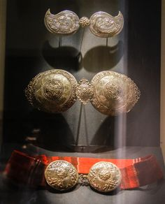 Non road notes: British Museum, Old Jewelry, Ethnic Jewelry, Macedonia People, Greek Costumes, Costumes Around The World, Folk Fashion, Folk Costume, Vintage Buttons, Ottomans