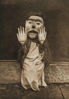 Nuhlimkilaka - Koskimo (The North American Indian, v. X. Norwood, MA: The Plimpton Press, 1915)