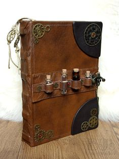 Steampunk notebook – cogs and gears Brown genuin… Victorian Alchemist& book. Steampunk notebook – cogs and gears Brown genuine leather journal with bottles, craft paper, handdrawn bookmarks - Steampunk Accessoires, Mode Steampunk, Style Steampunk, Steampunk Costume, Steampunk Fashion, Steampunk Book, Steampunk Crafts, Steampunk Design, Alchemist Book