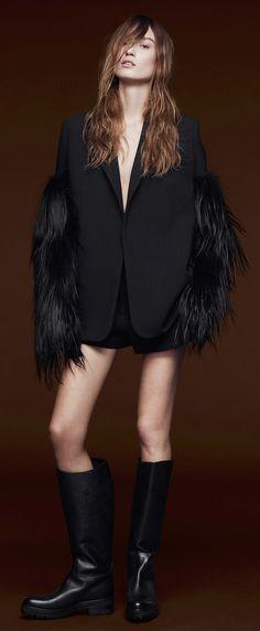 Vera Wang Pre-Fall 2015 (via Vogue) Vogue Fashion, Grey Fashion, Fashion Show, Fashion Trends, Fashion Inspiration, Winter Fashion, Fashion Outfits, Fashion Tips, Vera Wang Bridal