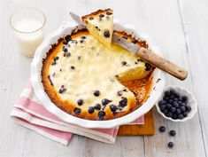 Jogurtti-mustikkapiirakka   Valio Finnish Recipes, Sweet Pie, Joko, Something Sweet, No Bake Cake, Food Inspiration, Camembert Cheese, Sweet Tooth, Food And Drink