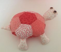 How to Make a Fat Quarter Turtle #sewing #beginner #fatquarter #project