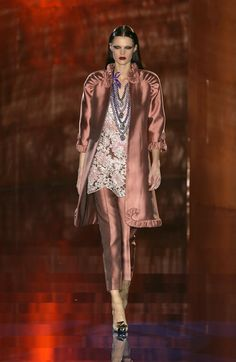 Valentino Spring 2003 Runway Pictures - Livingly
