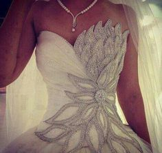 Pretty wedding gown. Would make me feel like a princess!