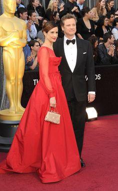 Alfombra roja Oscar 2012: Livia Giuggioli, esposa de Colin Firth, vestida con un impresionante  Valentino en rojo.