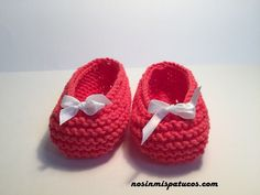 Merceditas, handwoven for baby months. Diy Crafts Knitting, Knitting Yarn, Baby Knitting, Knitting Patterns, Knit Baby Shoes, Baby Boots, Crochet Baby Booties, Christening Shoes, Pink Cotton Candy