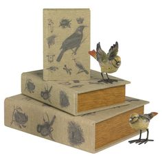 Set of three book boxes with bird motifs.   Product: Small, medium and large book boxConstruction Material: Wood and...