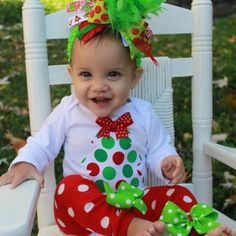 Bow Legs - Baby Girl Christmas outfit SET -- Grinch inspired -- bow d3e4b0283f95