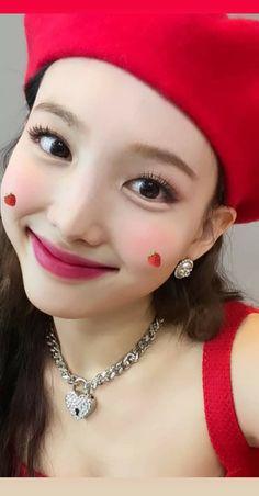 South Korean Girls, Korean Girl Groups, My Girl, Cool Girl, Fandom, Nayeon Twice, Im Nayeon, S Pic, Korean Singer