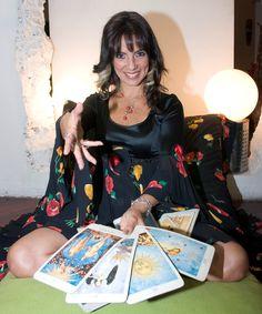 Consultaa al Tarot Terapéutico de Sara Sara desde Perú para el mundo. Las lecturas terapéuticas de Sara Sara se distinguen por rescatar lo mejor de uno y de la situación, nos acerca a plazos y fechas con notable precisión y nos brinda herramientas personales para la salud y la felicidad. Contacta con Sara Sara a través de SKYPE: sarasaraenlinea y en http://sarasaratarot.wordpress.com/consultorio/