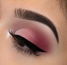 We all love eye makeup tutorial compilation videos and images, so here you go! As requested by most of our viewers, we are bringing you different eye makeup looks to match your everyday Pink Eye Makeup, Makeup Eye Looks, Eye Makeup Art, Pink Eyeshadow, Glam Makeup, Makeup Inspo, Makeup Ideas, Makeup Tips, Pink Eyeliner