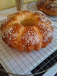 Brioche de Marie with thermomix, a very healthy brioche! INGREDIENTS 500 G of flour 250 G of butter 5 eggs 150 G of sugar of yeast cube … Croissants, Vegetable Benefits, Kneading Dough, Thermomix Desserts, Pan Bread, Cooking Chef, Vegetable Dishes, Cheesecake Recipes, Food Videos