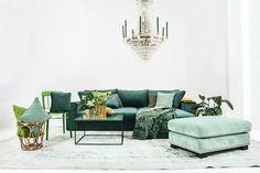 Björnen sammetssoffa, grön, bäddsoffa, sammet, soffa, kuddar, sammetskuddar, fotpall, pall, möbler, vardagsrum, inredning