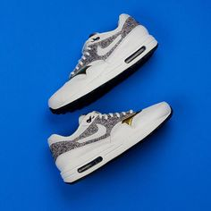 79591a2af6631 Featuring a multicoloured melange knit paired off with gold overlays the  Women s Air Max 1 SE