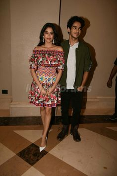 Jhanvi kapoor and Ishaan khatter for press conference Bollywood Stars, Bollywood Fashion, Bollywood Celebrities, Bollywood Actress, Star Kids, Reception Dresses, Romantic Couples, Celebrity Crush, Conference