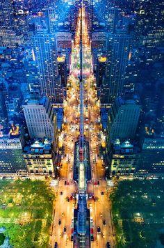 Donna Dotan captura imágenes de Nueva York desde un punto de vista único mirando hacia abajo desde la cima de rascacielos.