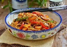 recette de nouilles sautées aux crevettes - Amour de cuisine Chow Mein, Chow Chow, Asian Recipes, Ethnic Recipes, Couscous, Bacon, Food And Drink, Pasta, Cooking