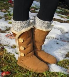 Cute Winter Boots : Brown UGG