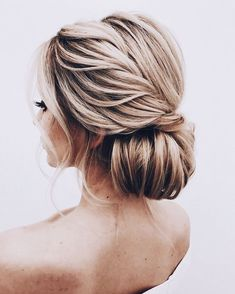 Twisted low bun updo Hochzeitsfrisur 2019 - wedding and engagement 2019 Formal Hairstyles, Bride Hairstyles, Pretty Hairstyles, Hairstyle Wedding, Layered Hairstyles, Hairstyles Haircuts, Wedding Hair And Makeup, Hair Makeup, Casual Wedding Hair