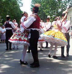 Húngaros bailando zardas/csárdás.