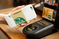 You can now order and pay for your favorite Starbucks beverage by simply flashing the 'Starbucks Touch' smartphone case. Starbucks has. Café Starbucks, Starbucks Seattle, Starbucks Rewards, Digital Story, Smartphone, Le Web, Technology Gadgets, Marketing, Iphone Cases
