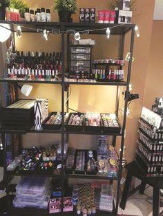 Steal These Storage Solutions - Nails Magazine Home Nail Salon, Hair Salon Interior, Nail Salon Design, Nail Salon Decor, Salon Interior Design, Spas, Nail Organization, Tech Room, Nail Station