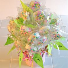 Oreo Pop bouquet!! Easy Oreo Pops for a centerpiece or on the pastry table.