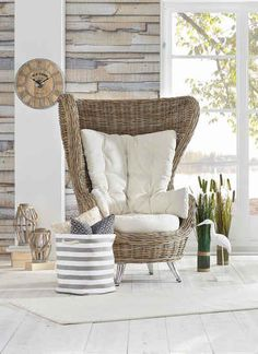 rattan armchair with light cushion in maritime look Style At Home, Interior Styling, Interior Decorating, Interior Design, Decoration, Home Furnishings, Home Furniture, Beach House, Family Room
