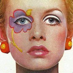 Twiggy modelliert das Make-up von Mary Quant - Lidschatten-Frauenclub 1960s Makeup, Retro Makeup, Vintage Makeup, Eye Makeup, Hair Makeup, Twiggy Makeup, Sixties Makeup, Makeup Trends, Makeup Inspo