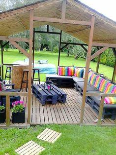 abri de jardin et salon de jardin en palette