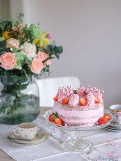 Mansikka-Rahkakakku Äidille | Annin Uunissa Let Them Eat Cake, Panna Cotta, Cake Recipes, Raspberry, Cheesecake, Baking, Fruit, Ethnic Recipes, Desserts