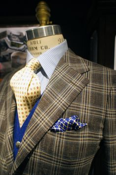Loro Piana: Proposte Giacche Wool 71% Silk 15% Linen 14% Mens Fashion Wear, Fashion Moda, Fashion Outfits, Sharp Dressed Man, Well Dressed Men, Plaid Suit, Suit Shirts, Dress For Success, Suit And Tie