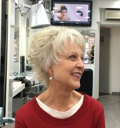 Flattering hairstyle for older women. Fashion and beauty advice for women over 50. How to continue to look chic and elegant at any age.