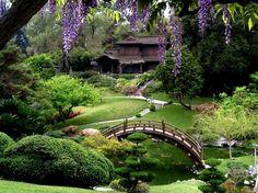 Japanese-Style Gardens: The Strolling Garden http://www.garden-design.me/japanese-style-gardens-the-strolling-garden/