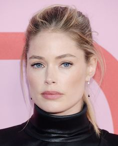 Lily Aldridge's sleek ponytail, Emily Ratajkowski's red lip and Bella Hadid's Hollywood ringlets were among the best hair and makeup looks spotted on the red carpet at the CFDA Fashion Awards on June 2019 at the Brooklyn Museum in New York. Doutzen Kroes, Eyebrow Makeup Tips, Beauty Makeup, Hair Makeup, Grace Elizabeth, Lily Aldridge, Ashley Olsen, Diane Kruger, Emily Ratajkowski